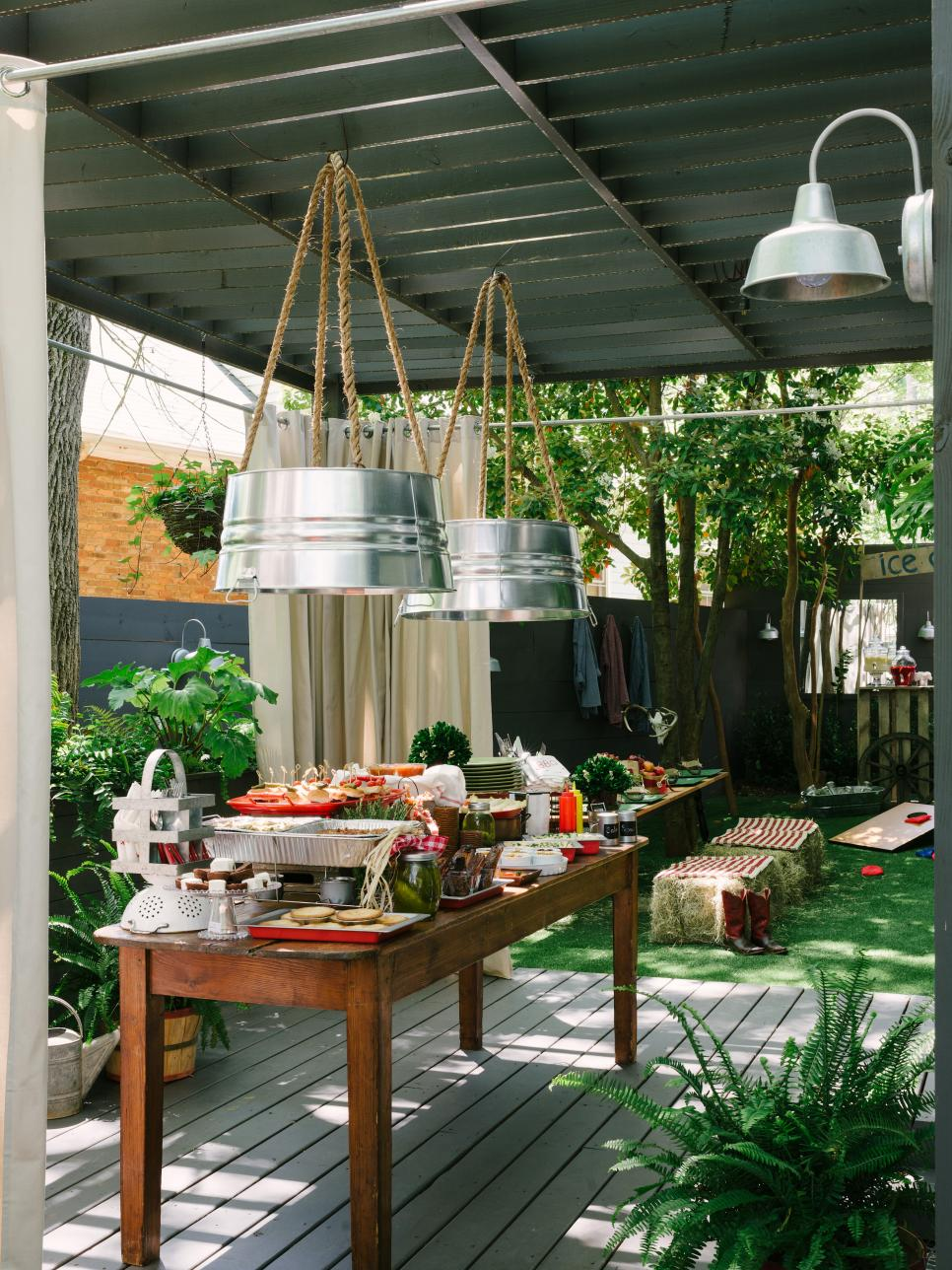 How To Host A Backyard Barbecue Wedding Shower DIY - Backyard bbq party ideas