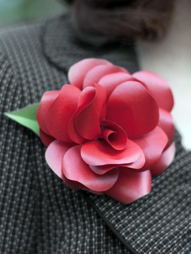 CI-Lia-Grffin_Paper-roses-red-corsage_3x4