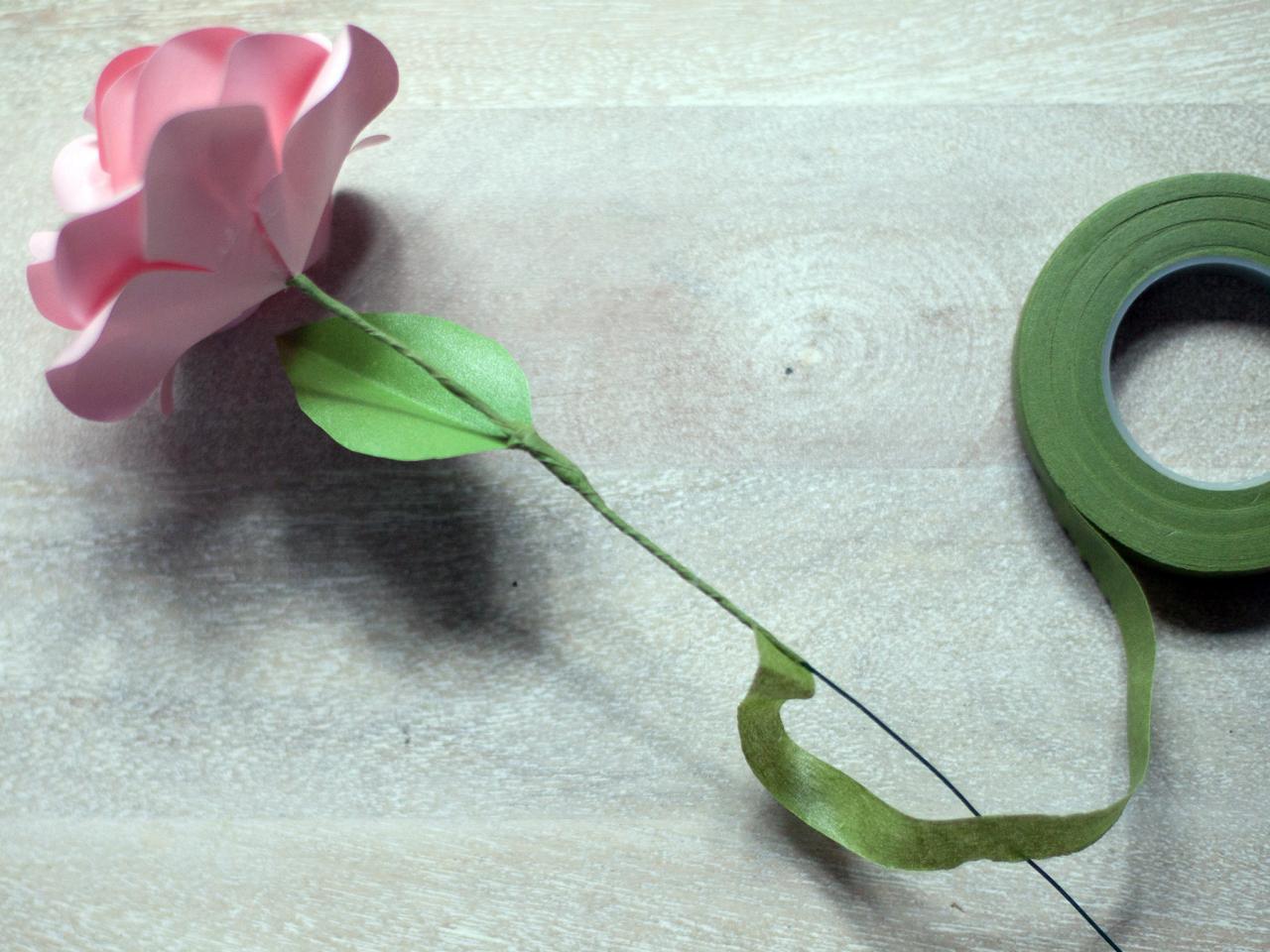 hollow origami stem | Origami flowers, Origami rose, Origami paper | 960x1280