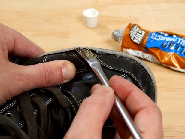 Original_glueing-shoes_4x3