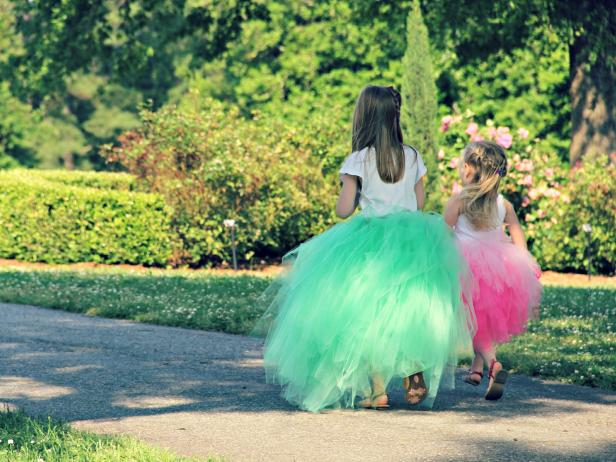CI-Jess-Abbott_Two-grils-in-Tulle-Tutus_4x3