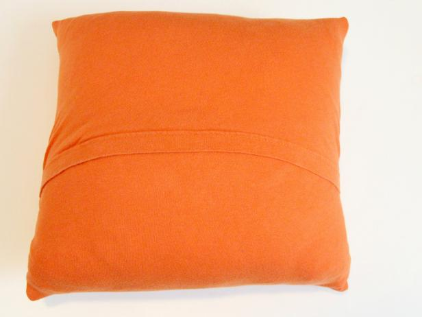 CI-Jess-Abbott_Pillows-made-from-T-shirts-back-of-pillow-step7_4x3