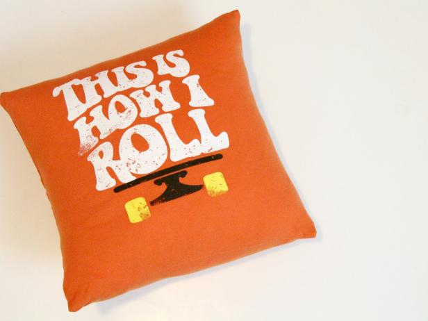 CI-Jess-Abbott_Pillows-made-from-T-shirts-pillow-finished-step8_4x3