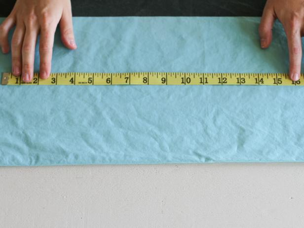 CI-Brittni-Mehloff-chalkboard-placemat-measure-fabric-step2_h