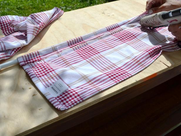 Original_toy-kitchen-making-curtain-step14_h