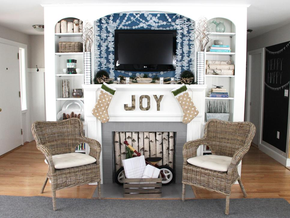 & Coastal Christmas Mantel Decorating Ideas | DIY