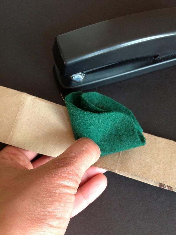 CI-ManviDrona-Burrito-Halloween-Costume-fold-felt-staple-to-strip-for-spinach_h