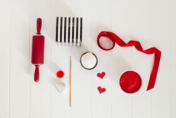 CI_TomKat-Studio-Teen-Valentines-Day-Tools-and-Materials_s4x3