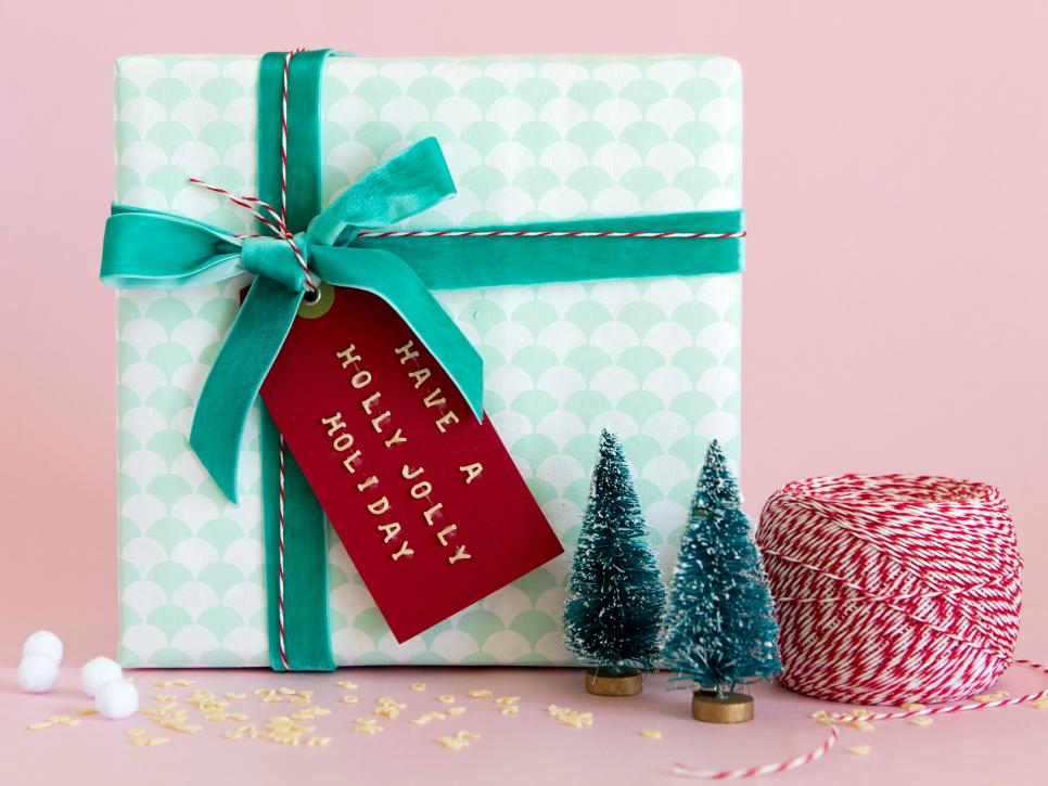 Holiday Gift Wrapping Ideas | DIY