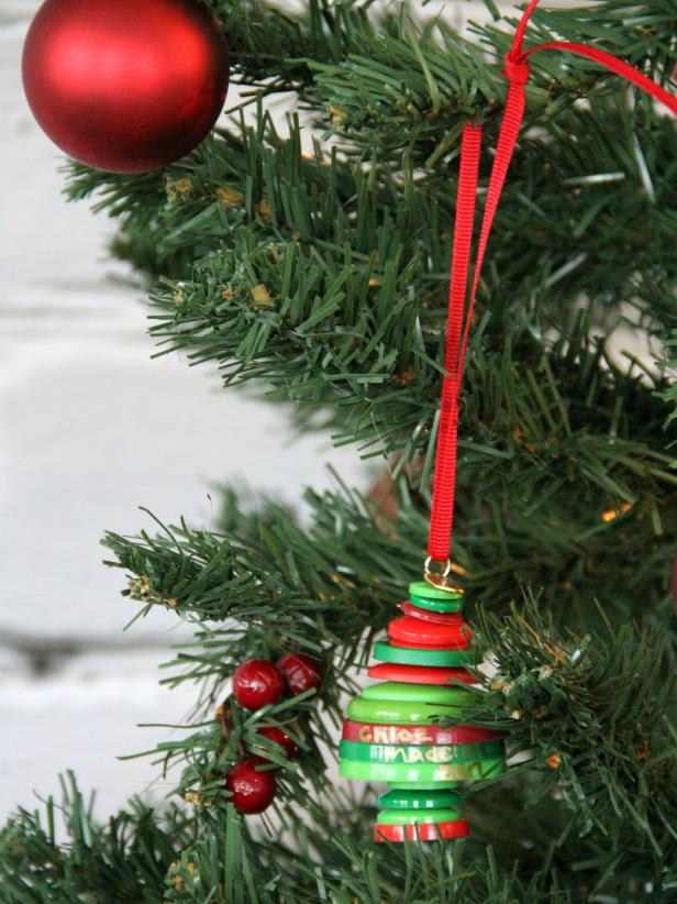 CI-Jess-Abbott_Christmas-tree-ornament-made-from-buttons-step10_h