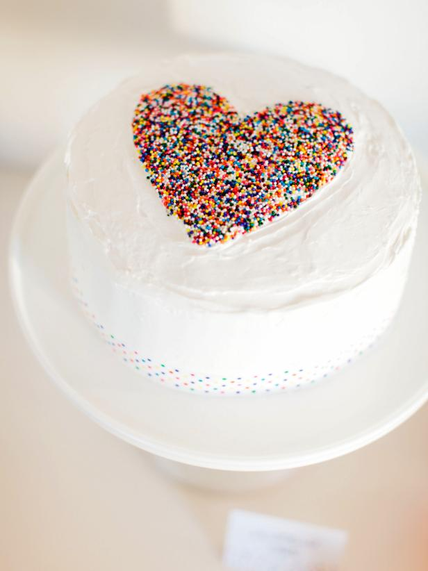 CI-Rennai-Hoefer_Sprinkle-baby-shower-heart-cake_v