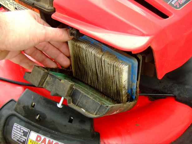CI-Chris-Hill_lawn-mower-replace-air-filter_h