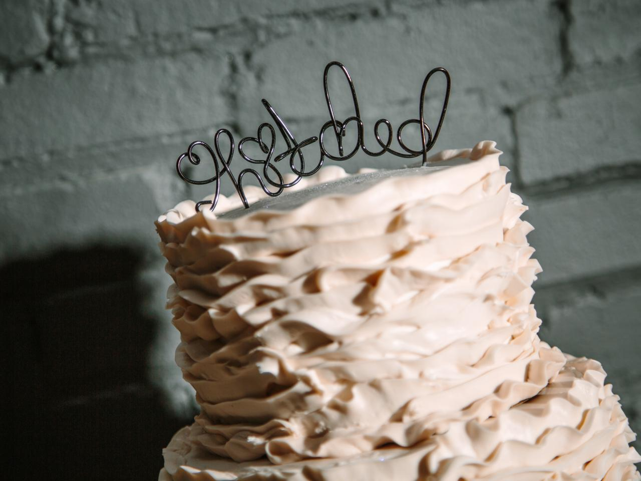 make your own wedding cake at home how to make a wire cake topper how tos diy 17012