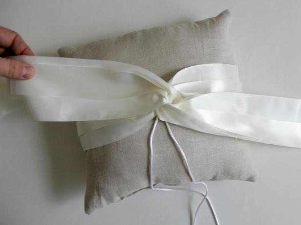 CI-Jess-Abbott_wedding-ring-bearer-pillow-make-middle-loop10_h