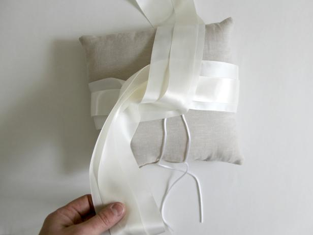 CI-Jess-Abbott_wedding-ring-bearer-pillow-wrap-two-end-of-bow9_h