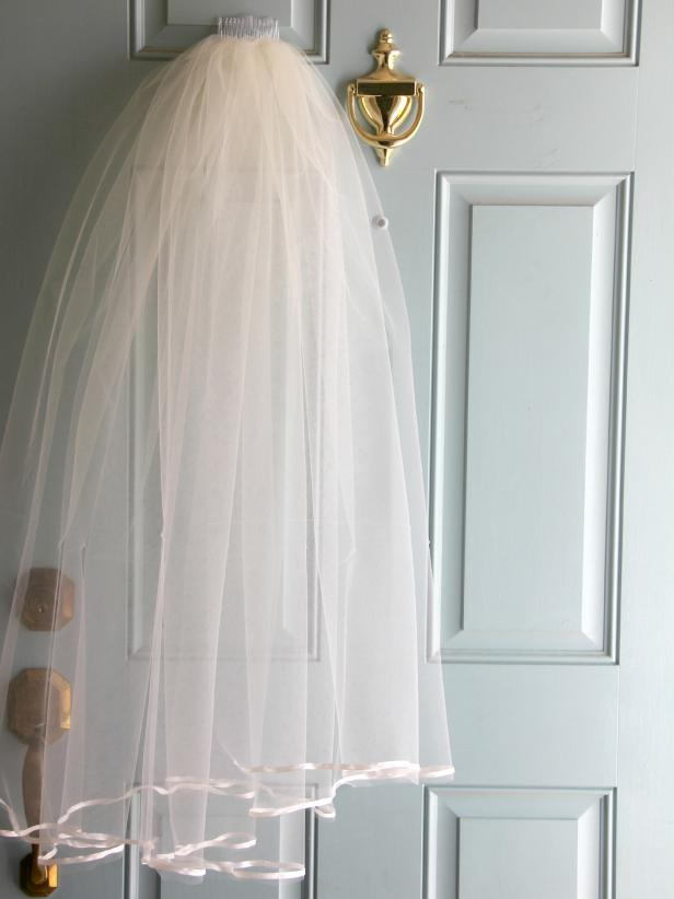 CI-Jess-Abbott_wedding-veil-project-on-door1_v