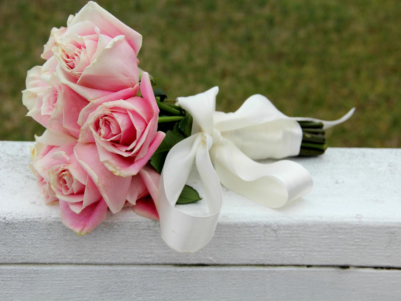 Use silk ribbon to create a wedding bouquet how tos diy how to wrap flowers to make a wedding bouquet izmirmasajfo