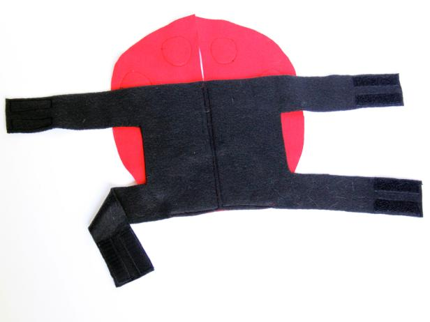 CI-Carla-Wiking_Halloween-Dog-lady-bug-costume-add-velcro-step6_h