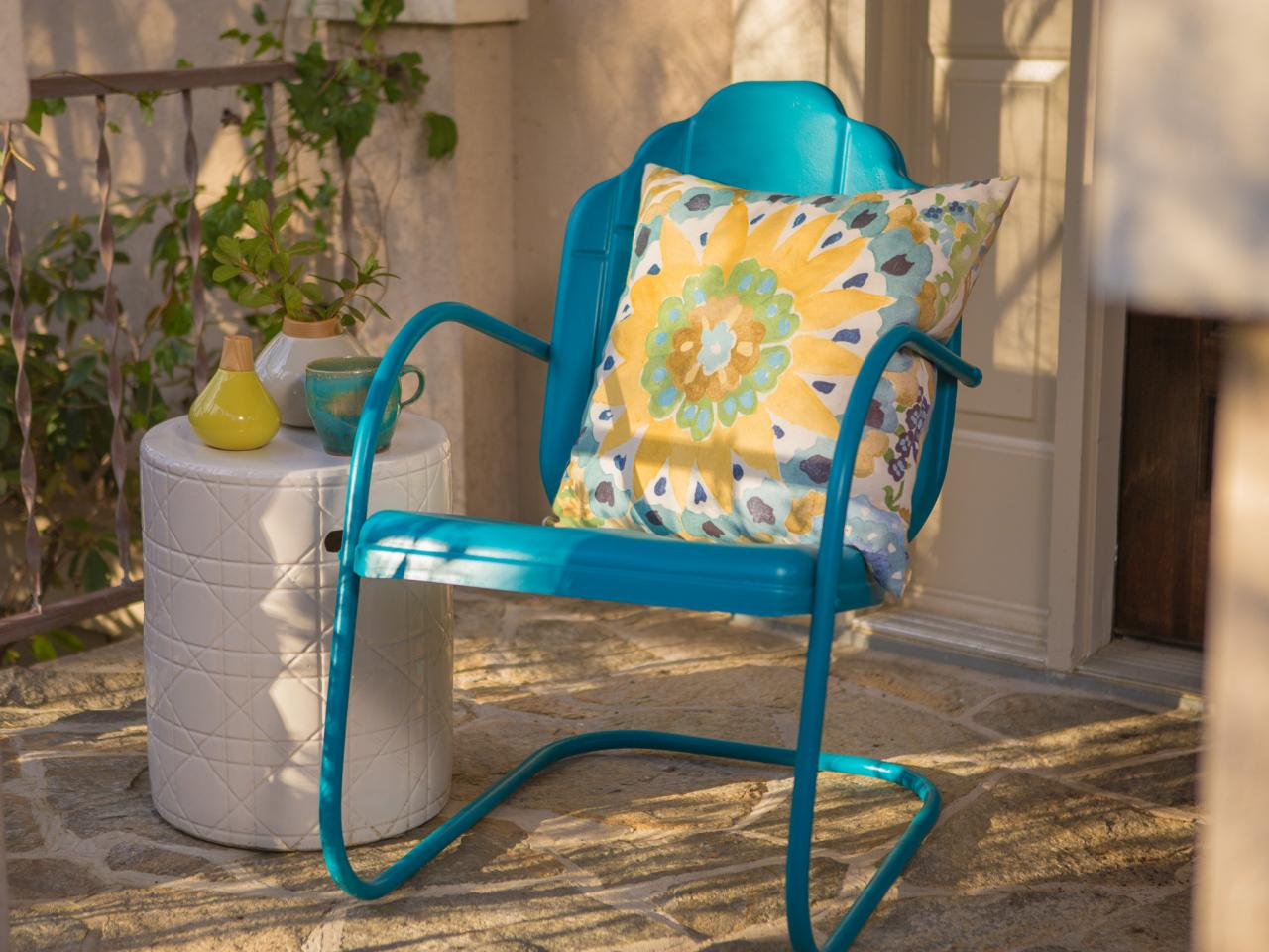 How to paint an outdoor metal chair how tos diy for Cool outdoor furniture ideas