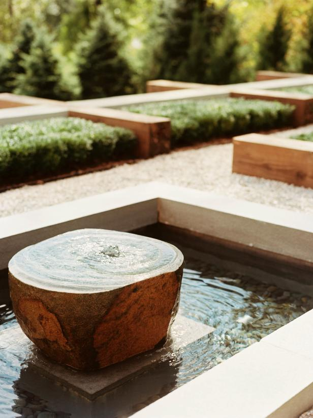DP_Jamie-Herzlinger-brown-green-contemporary-outdoor-fountain_v