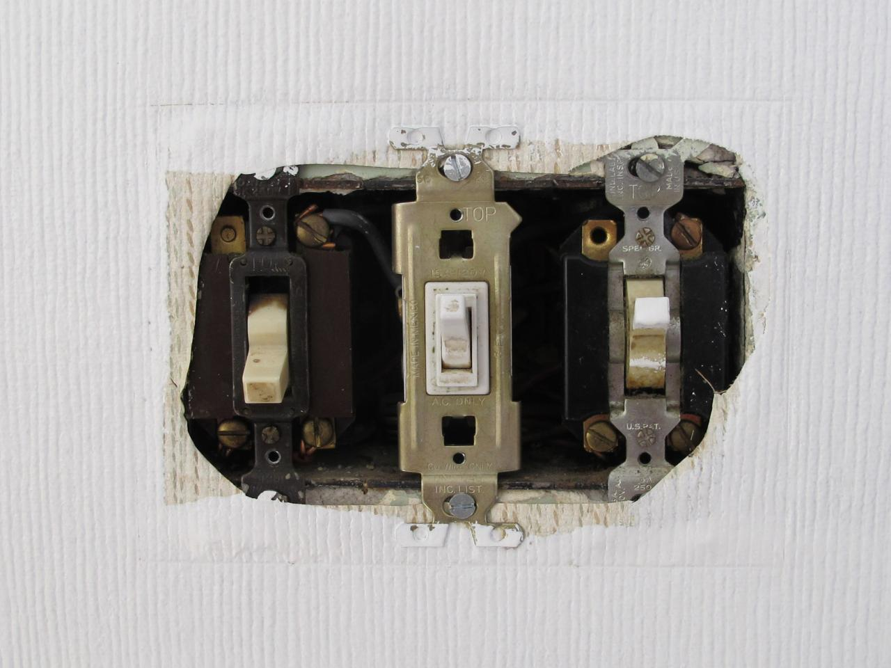 Changing A Light Switch How Tos Diy Wiring Mistakes Introduction
