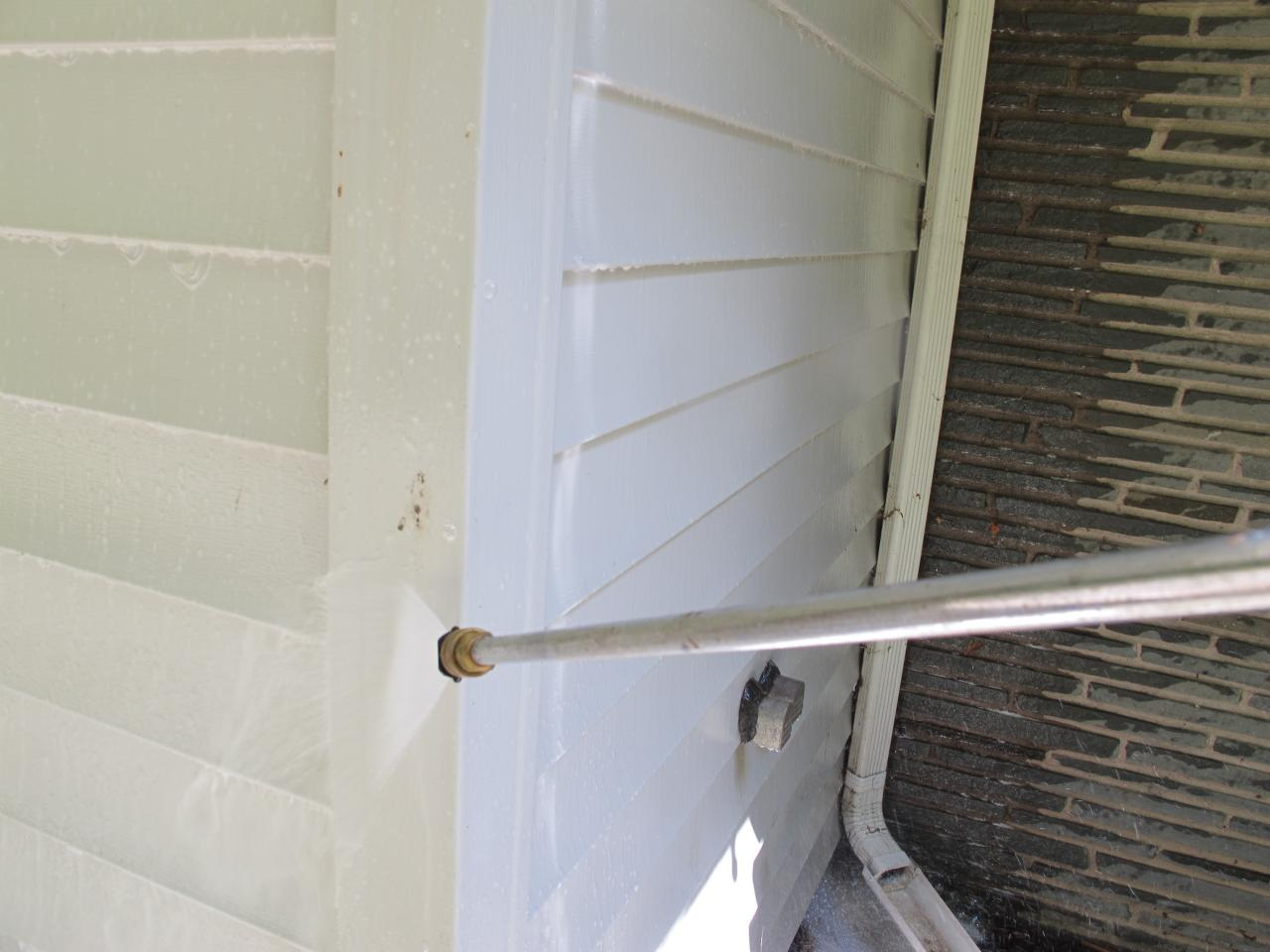 Learn The Best Way To Clean Vinyl Siding How Tos Diy