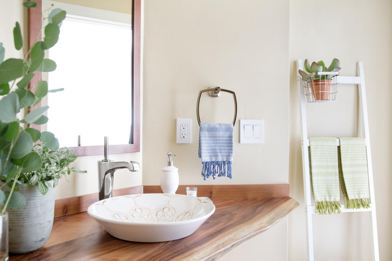 10 Paint Color Ideas for Small Bathrooms | DIY Network Blog: Made + ...