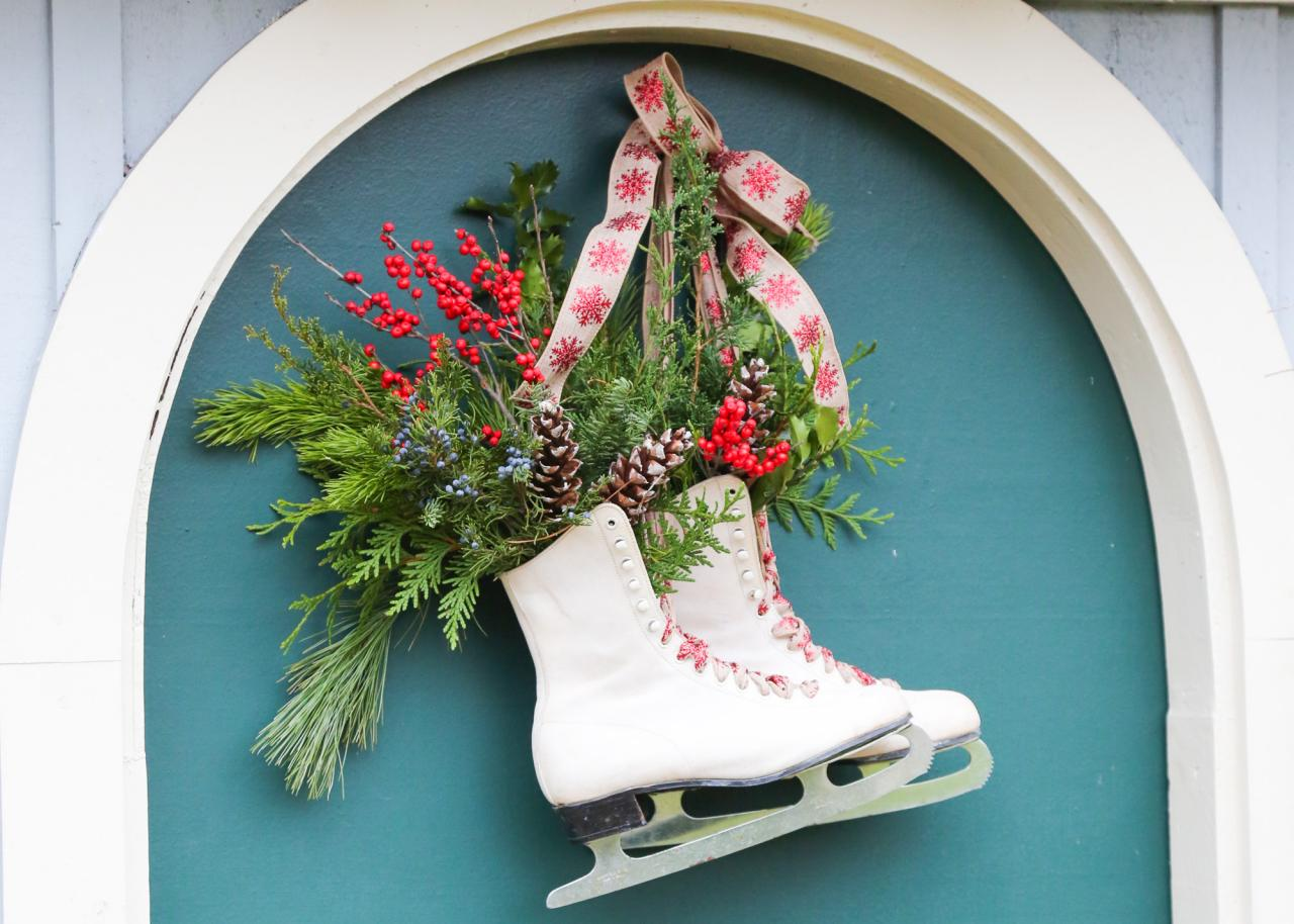 How to Upcycle Ice Skates Into an Easy Winter Wreath | how-tos | DIY