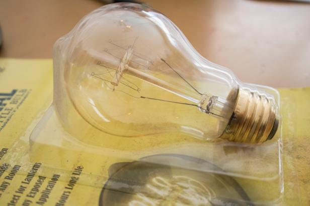 Pros and Cons of Edison Light Bulbs