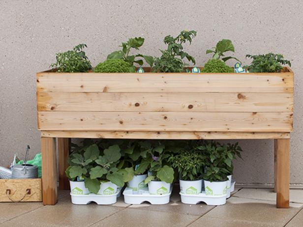 how to build an elevated wooden planter box diy. Black Bedroom Furniture Sets. Home Design Ideas
