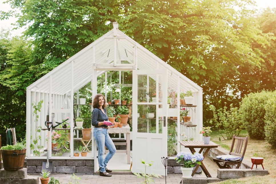 22 Gorgeous Greenhouses We | DIY on